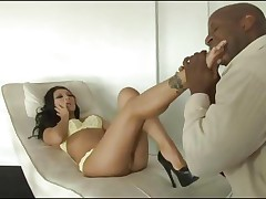 Asian stunner Asa Akira gets a thick darksome length