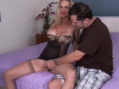 10-Pounder hungry Anilos Cassy Torri gives head in lingerie